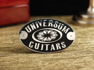 """Шильд """"Universum Guitars"""""""